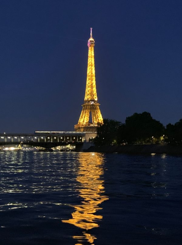 Tour Eiffel; la femme qui marche; ©Gaelle Weston-Smith