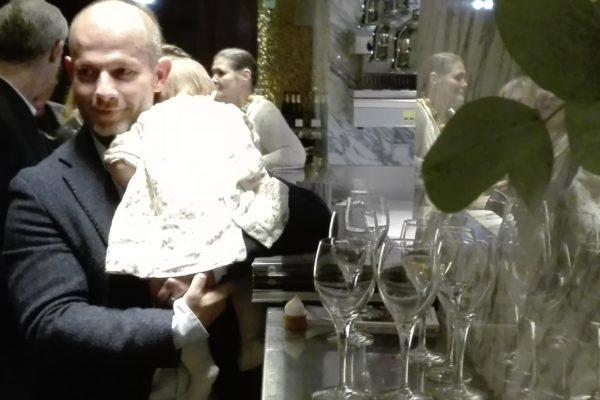 un bébé au cocktail de Monumental. Prince de Galles. La Femme Qui Marche