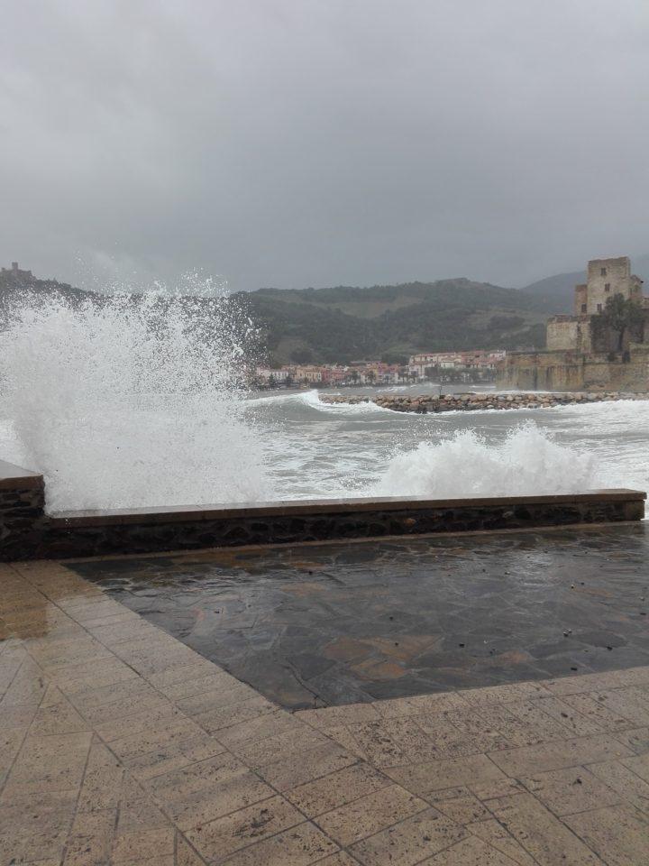 Collioure. tempête. La femme Qui Marche