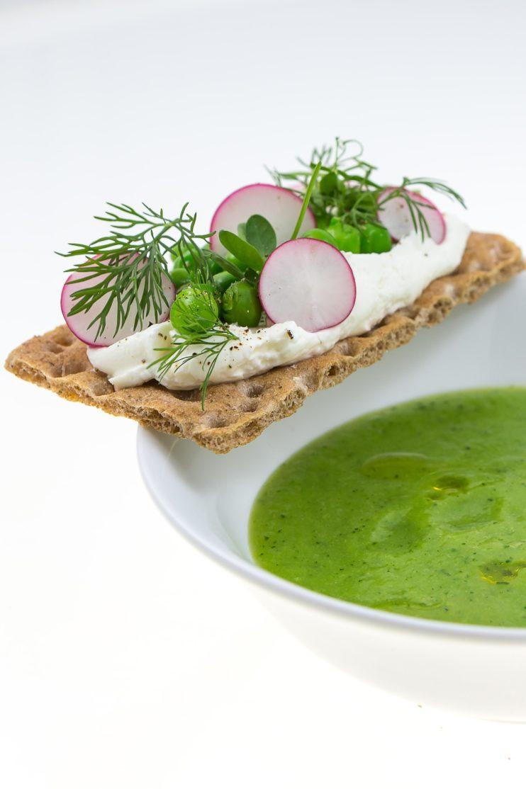 Velouté légumes verts tartine de chèvre wasa. La Femme Qui Marche