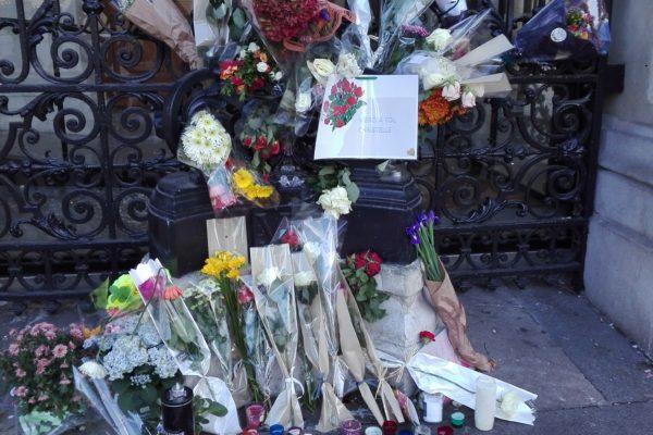 Christelle ; des fleurs et une messe. sdf morte dans la rue du XVIII ème arrondissement.