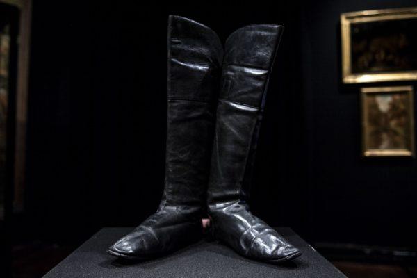 Une-paire-de-bottes-portees-par-Napoleon-aux-encheres