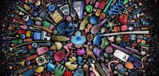 pollution plastique : 30 ans après, elle retrouve sa cassette perdue dans l'Atlantique. mandy barker.