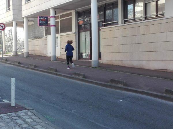 CONFINEMENT joggeur ile st germain la femme Qui Marche