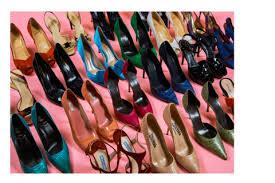 catherine deneuve vend ses chaussures avec artcurial pour les restos du coeur.