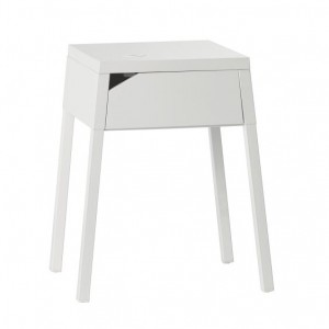 IKEA. Chargement sans fil. petit meuble.