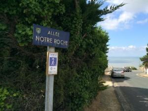 Meschers sur Girdonde. Accès à plage confidentielle. Hôtel des grottes de Matata.