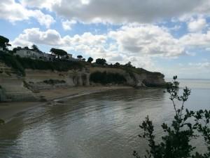 Meschers sur Gironde. Grottes de matata. Plage 150 marches