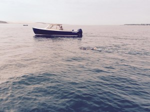 Cap Ferret - Pyla sur mer. Traversée à la nage. Une femme. Crédit photo: Frédéric Rousset.