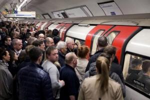 Londres. métro. Foule.