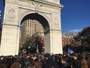 Manifestation de soutien aux Français.New York. Washington Square. Crédit photos © Jean-Gabriel Lacroix.