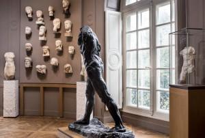 musée rodin masques accrochés au mur