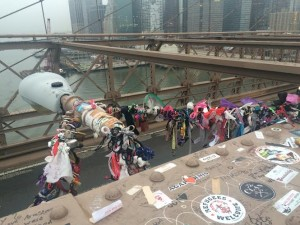 Brooklyn Bridge. La Femme qui Marche.