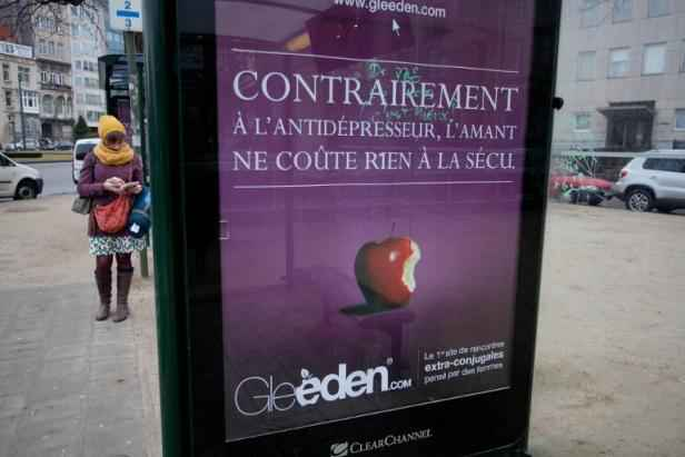 gleeden.com La Femme Qui Marche.