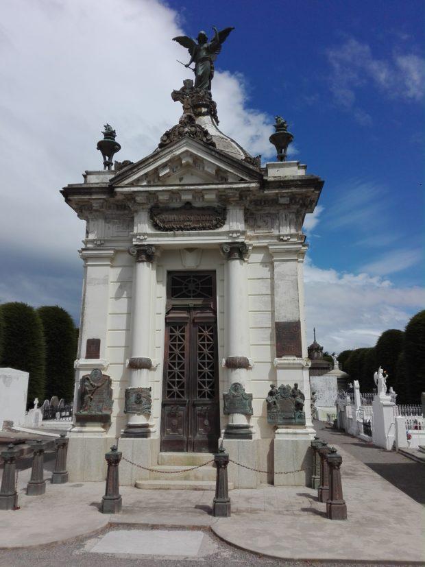 La Femme Qui Marche. Punta Aenas. cimetière. José Menendez. IMG_20190123_152916