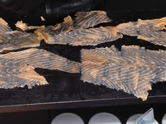 la Femme Qui Marche. Grande Epicerie. saumon pétrossian