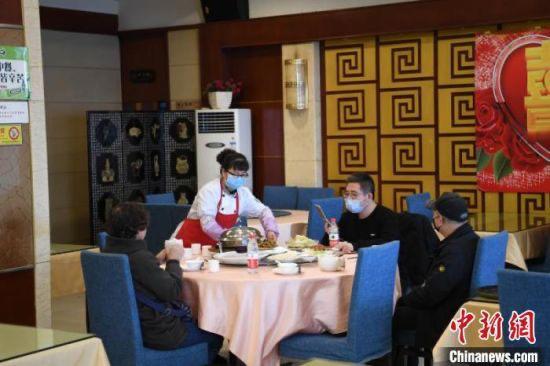 en chine, les restaurants rouvrent.aux etats-unis retour des speak easy. france, merci aux chefs