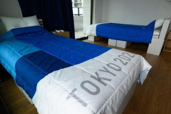 jo de tokyo.des lits en carton anti-sexe ?